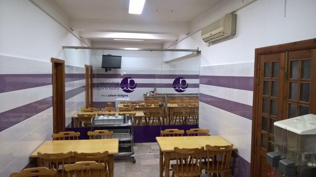 moderne küche in der schulunterkunft in st julian's malta Gateway School of English GSE 3